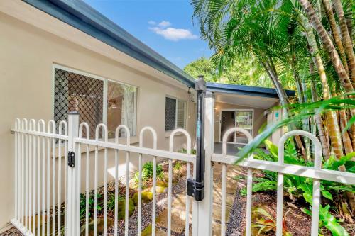 A balcony or terrace at Coral Sea Holiday House