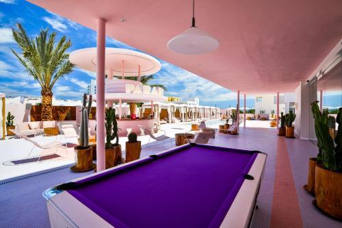 Mesa de billar en Paradiso Ibiza Art Hotel - Adults Only