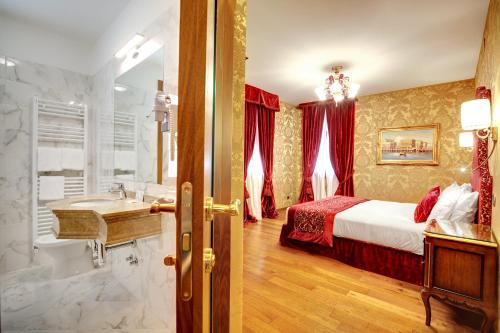 A bed or beds in a room at Hotel Casanova