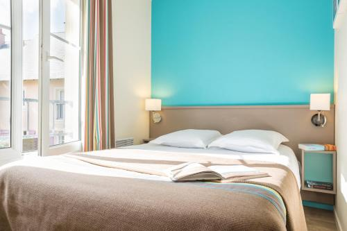 A bed or beds in a room at Residence Pierre & Vacances Port Guillaume