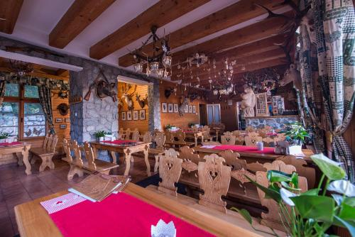 A restaurant or other place to eat at Mountain Hotel Bilíkova Chata