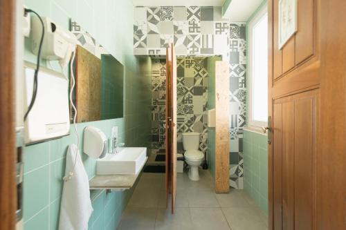 A bathroom at Sunset Destination Hostel