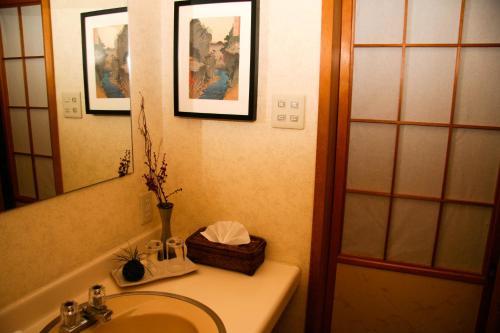 A bathroom at Morino Lodge - Hakuba