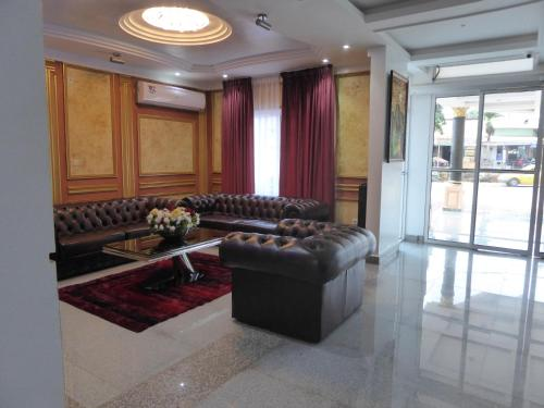 A seating area at Safyad Hotel