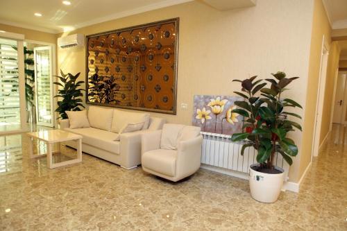 O saguão ou recepção de Rusel Hotel