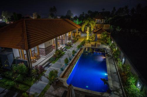 Ein Blick auf den Pool von der Unterkunft Summer Guesthouse Lovina oder aus der Nähe