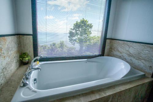 A bathroom at Villa 360