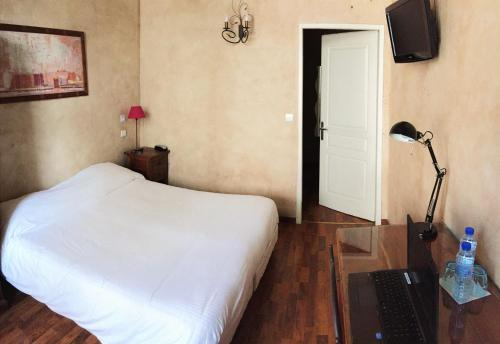 Un ou plusieurs lits dans un hébergement de l'établissement Hôtel Saint-Paul