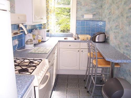 A kitchen or kitchenette at The Tops Self Catering