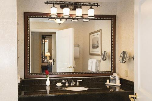 A bathroom at The Inn On Biltmore Estate