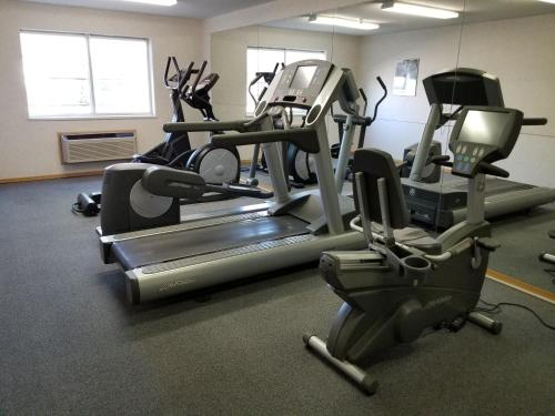 The fitness center and/or fitness facilities at Castle Inn