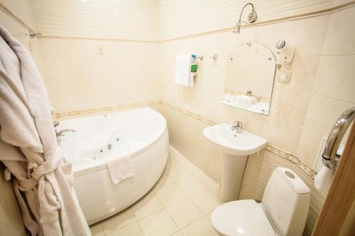 Un baño de Asteria Hotel