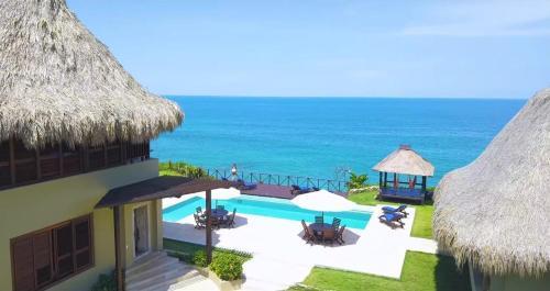 A view of the pool at Senda Casa Tayrona Los Naranjos or nearby