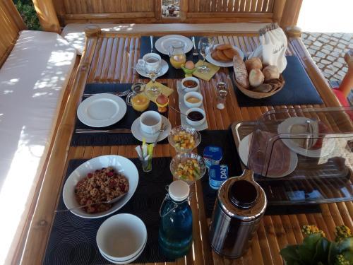 As opções de pequeno-almoço disponíveis para os hóspedes de Casa das Estevas