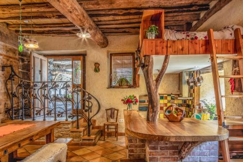 De lounge of bar bij The Dragon Barn - Studio