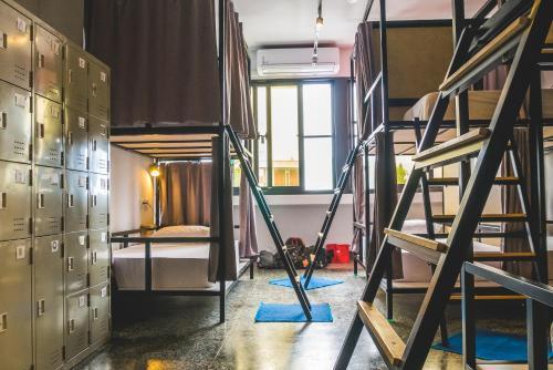 Un ou plusieurs lits superposés dans un hébergement de l'établissement World Inn