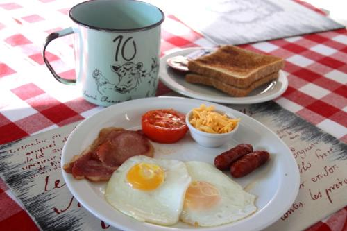 Breakfast options available to guests at Cheese Farm & Lodge