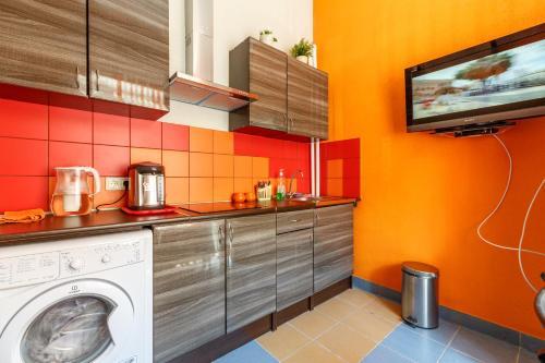 Кухня или мини-кухня в Yo! Hostel on Leningradskaya