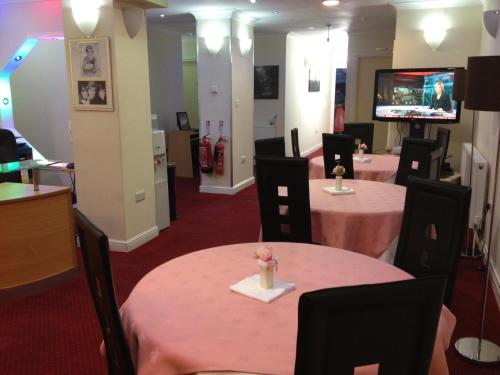 A restaurant or other place to eat at City View Hotel - Roman Road Market