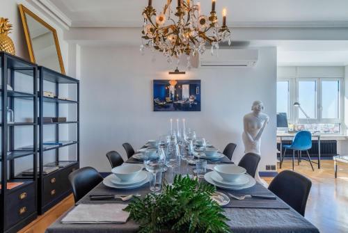 Restaurant ou autre lieu de restauration dans l'établissement Skyline Retiro Park Madrid 19th floor