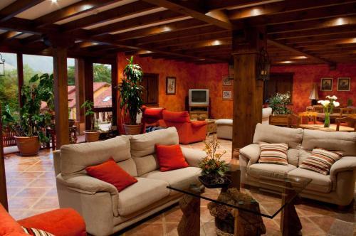 Zona de estar de Hotel Rural La Lluriga