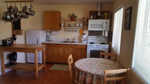 A kitchen or kitchenette at Quillayute River Resort