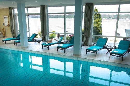 Der Swimmingpool an oder in der Nähe von Seehotel Leoni