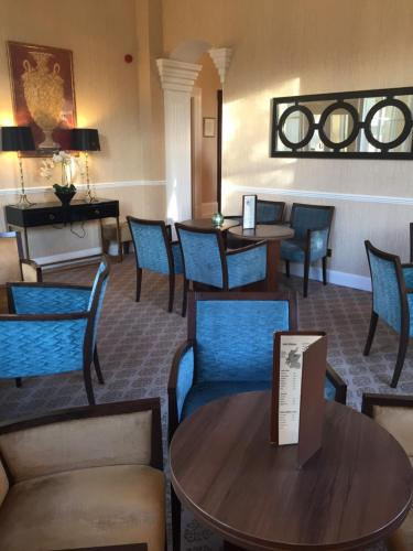 A restaurant or other place to eat at Garvock House Hotel