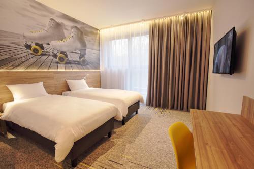 Łóżko lub łóżka w pokoju w obiekcie Active Hotel