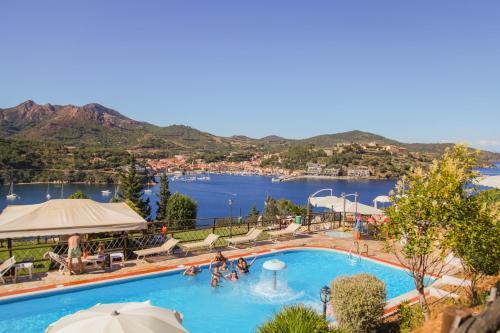 Vista sulla piscina di Grand Hotel Elba International o su una piscina nei dintorni