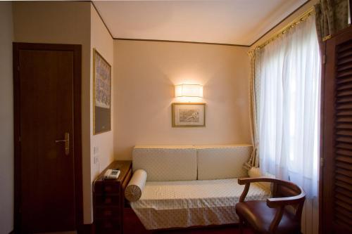 A seating area at Hotel Agli Alboretti