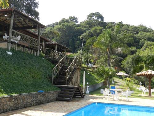 A piscina localizada em Pousada Cheiro de Mato ou nos arredores
