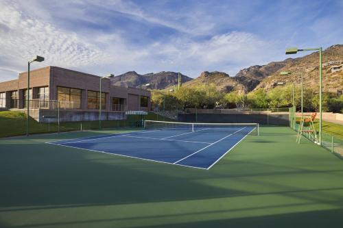 Tennis and/or squash facilities at Loews Ventana Canyon Resort or nearby