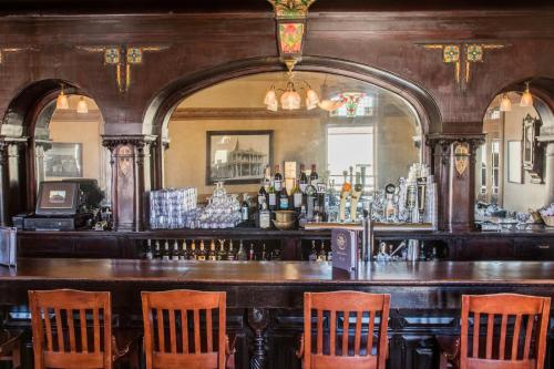 The lounge or bar area at Weatherford Hotel