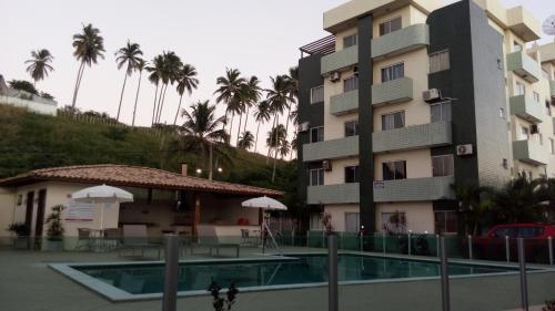 The swimming pool at or near Cobertura Luxo com duas suítes Vista Mar Praia dos Milionários