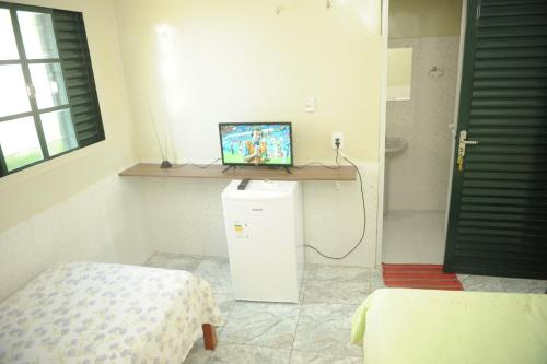 A television and/or entertainment center at Hotel Bem Vindo