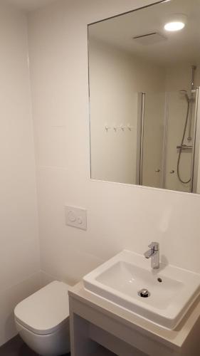 A bathroom at Jugendherberge-Berlin-International