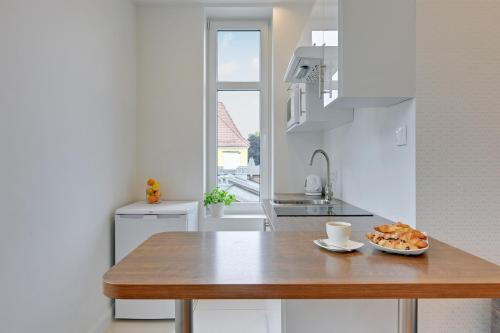 A kitchen or kitchenette at Hello Sopot by OneApartments