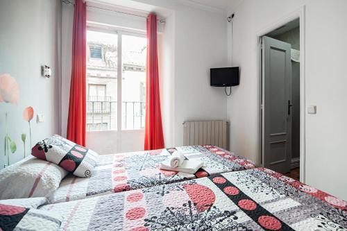 Un ou plusieurs lits dans un hébergement de l'établissement Hostal Inter Plaza Mayor