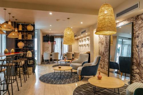 The lounge or bar area at Vincci Puertochico
