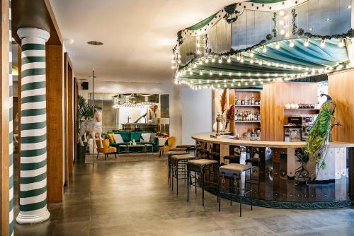 The lounge or bar area at Vincci Soho