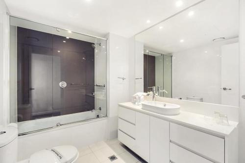 A bathroom at H Star Residences-- Paradise Stayz