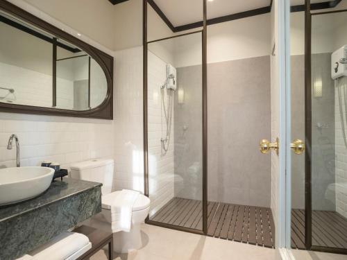 A bathroom at The Raweekanlaya Bangkok