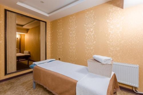Cama o camas de una habitación en Grand Hill Hotel Ulaanbaatar