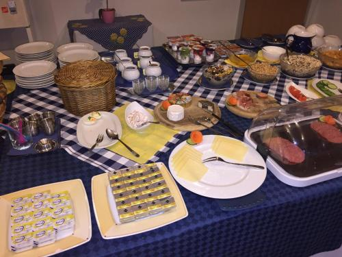 Breakfast options available to guests at Hotel-Restaurant Hellmann