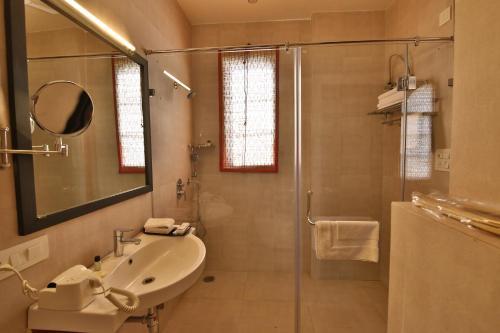 A bathroom at Villa 243