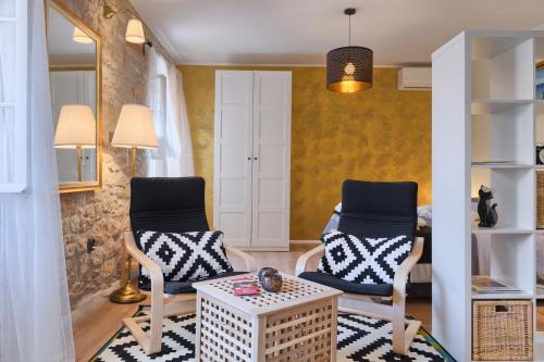 A seating area at Luxury Apartment Fabris