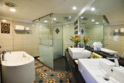 Een badkamer bij Holiday Villa Beach Resort & Spa Langkawi