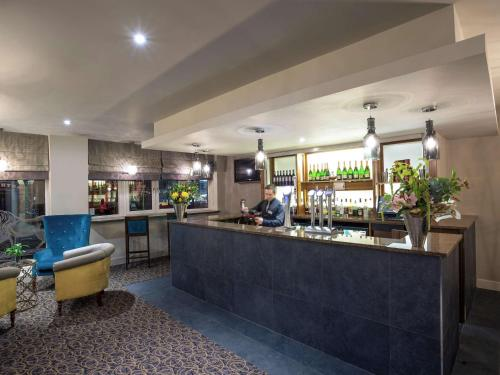 The lounge or bar area at Mercure Doncaster Centre Danum Hotel