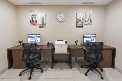 Der Geschäftsbereich oder Konferenzraum in der Unterkunft Hilton Garden Inn Bali Ngurah Rai Airport